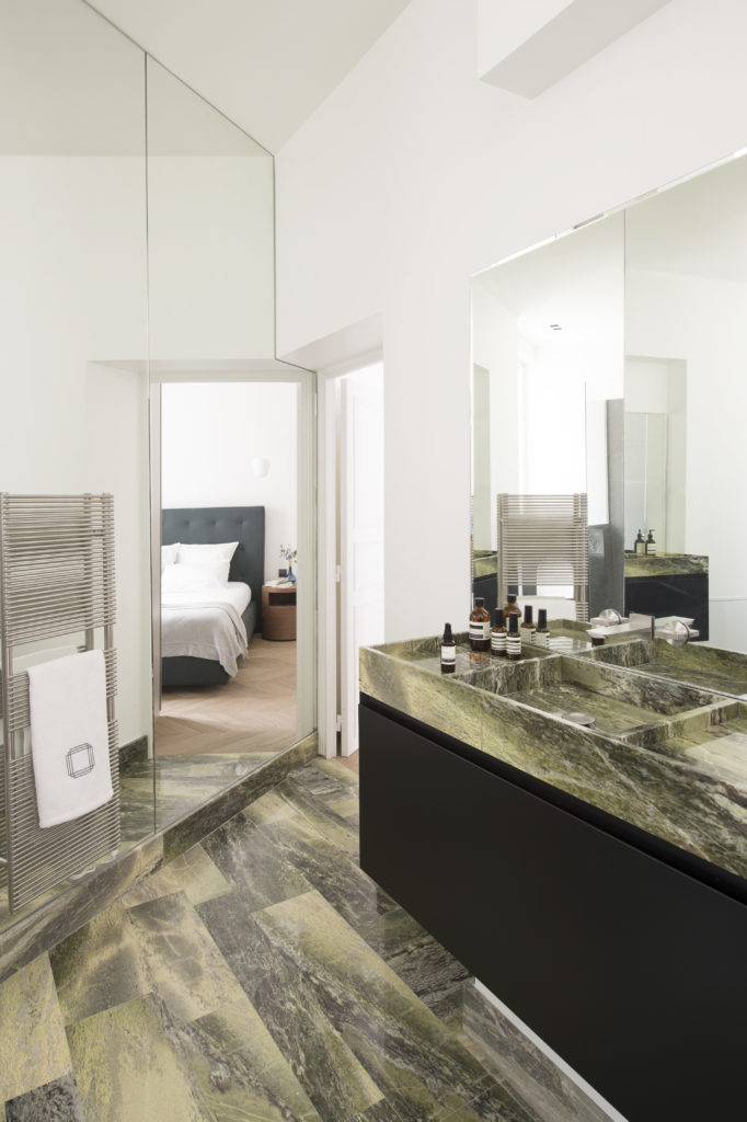 Salle de bain marbre vert du connemara