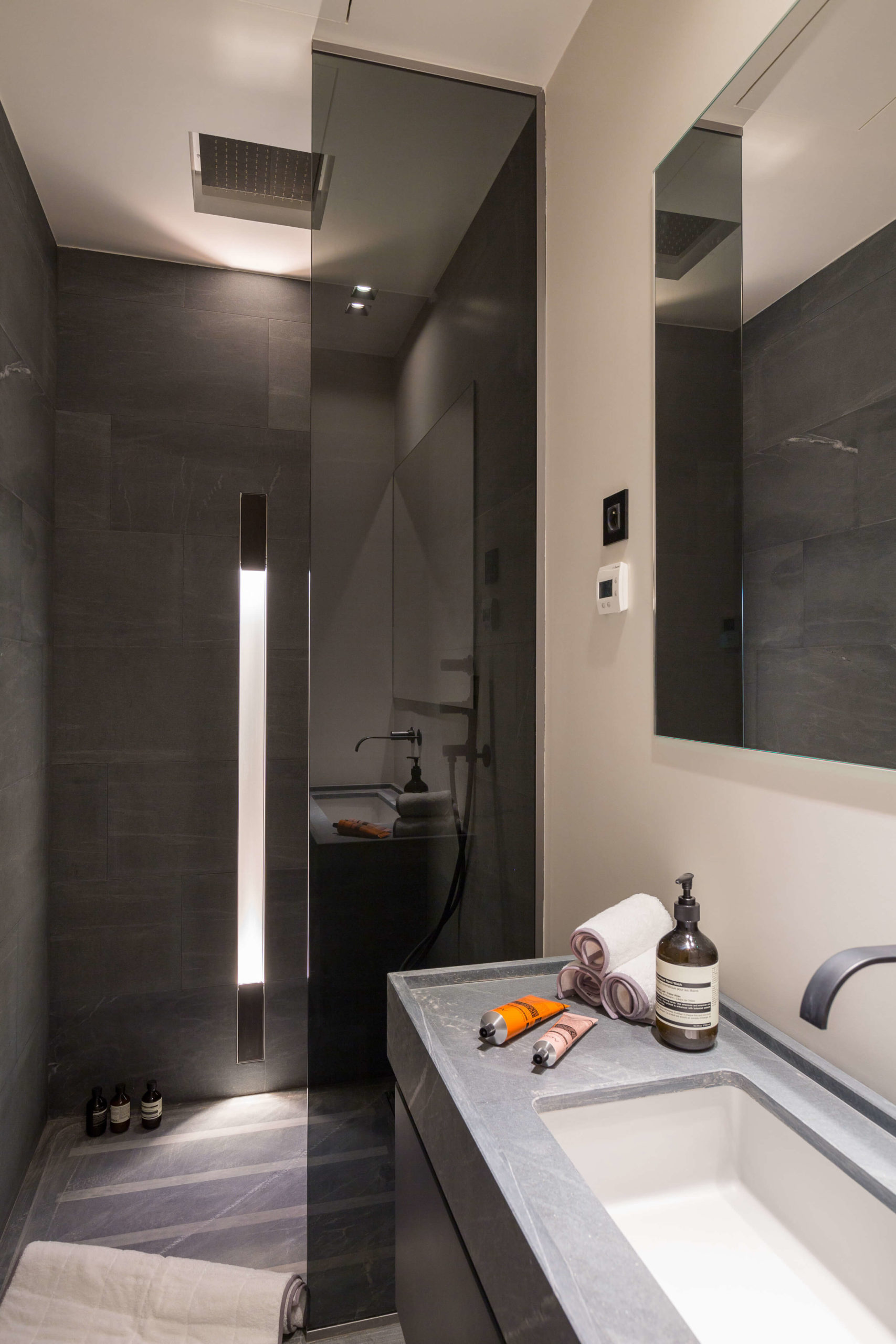 Salle de bain en Pierre Cardoso
